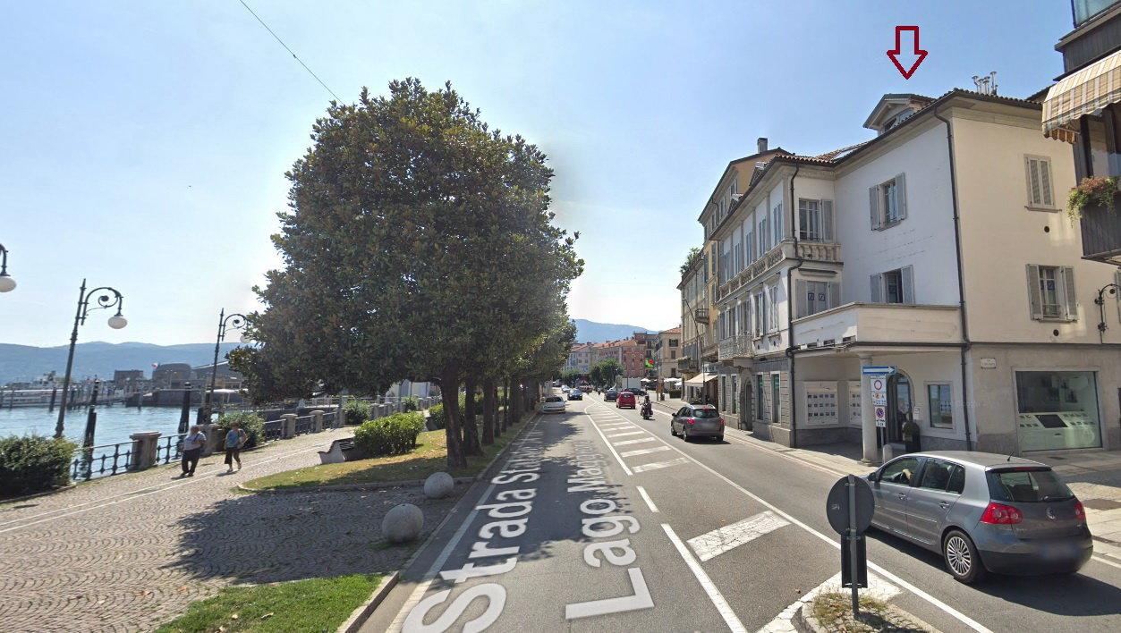 Mansarda consegnata ristrutturata in vendita sul lungolago a Verbania - vista strada