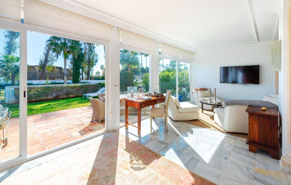 Spacious townhouse with the best address in Gudalmina Baja