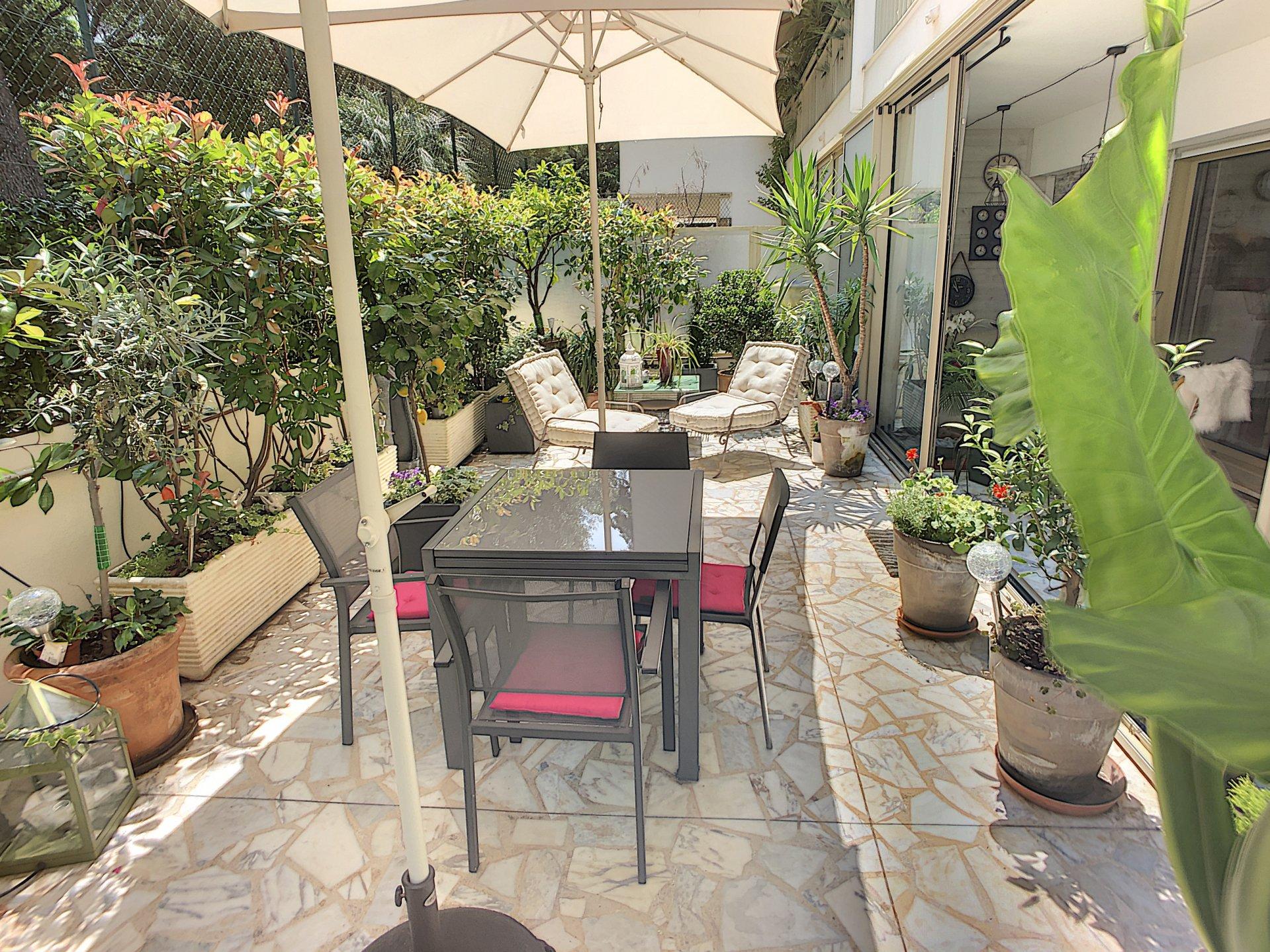 Cannes Bénéfiat Vaste 3 pièces de 96m2 avec terrasse