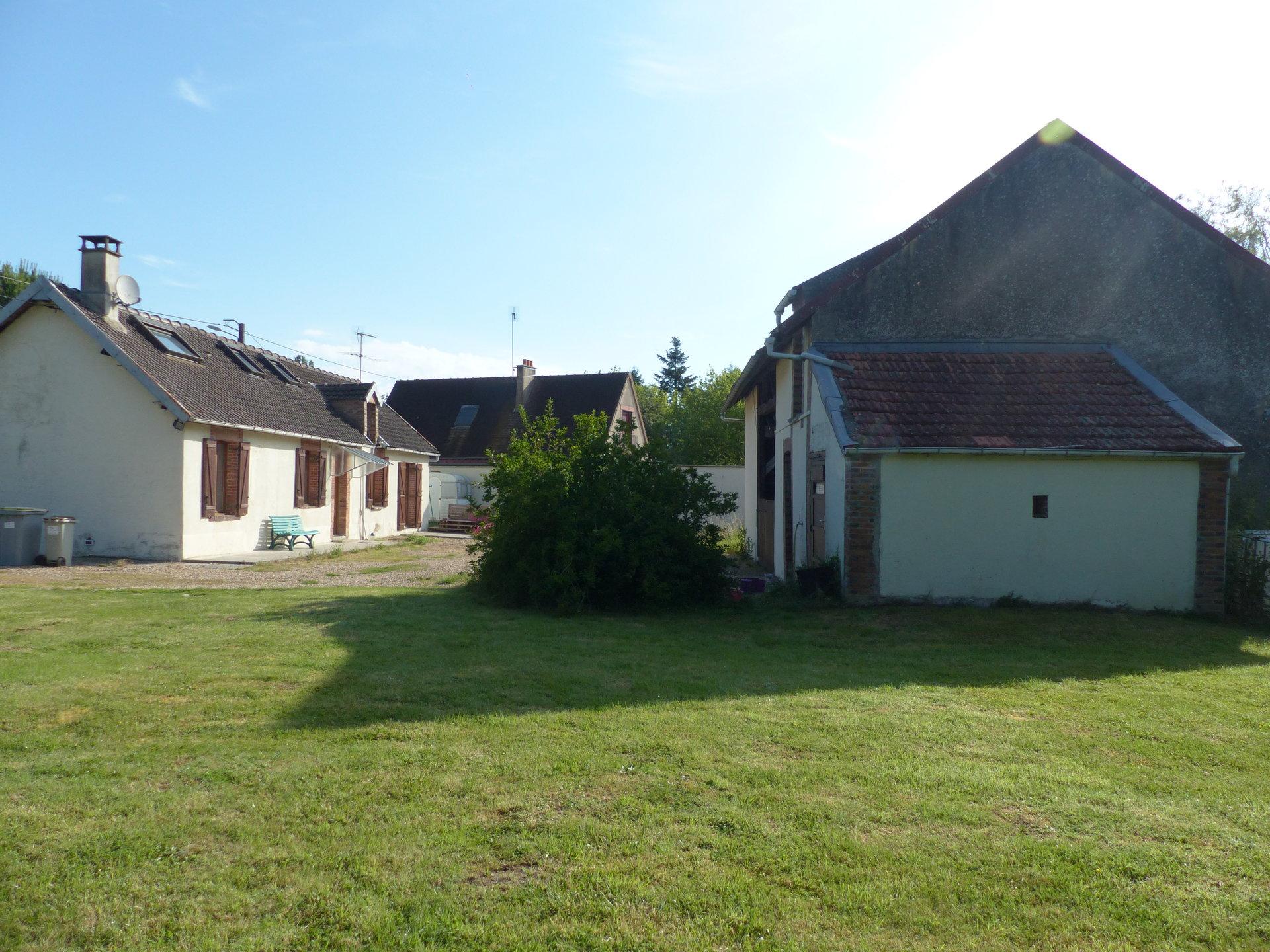 En impasse, maison ancienne avec grange de 70 m²
