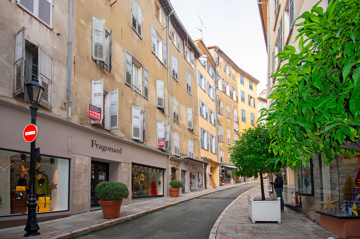 For Sale - Grasse A Spacious apartment in historic centre