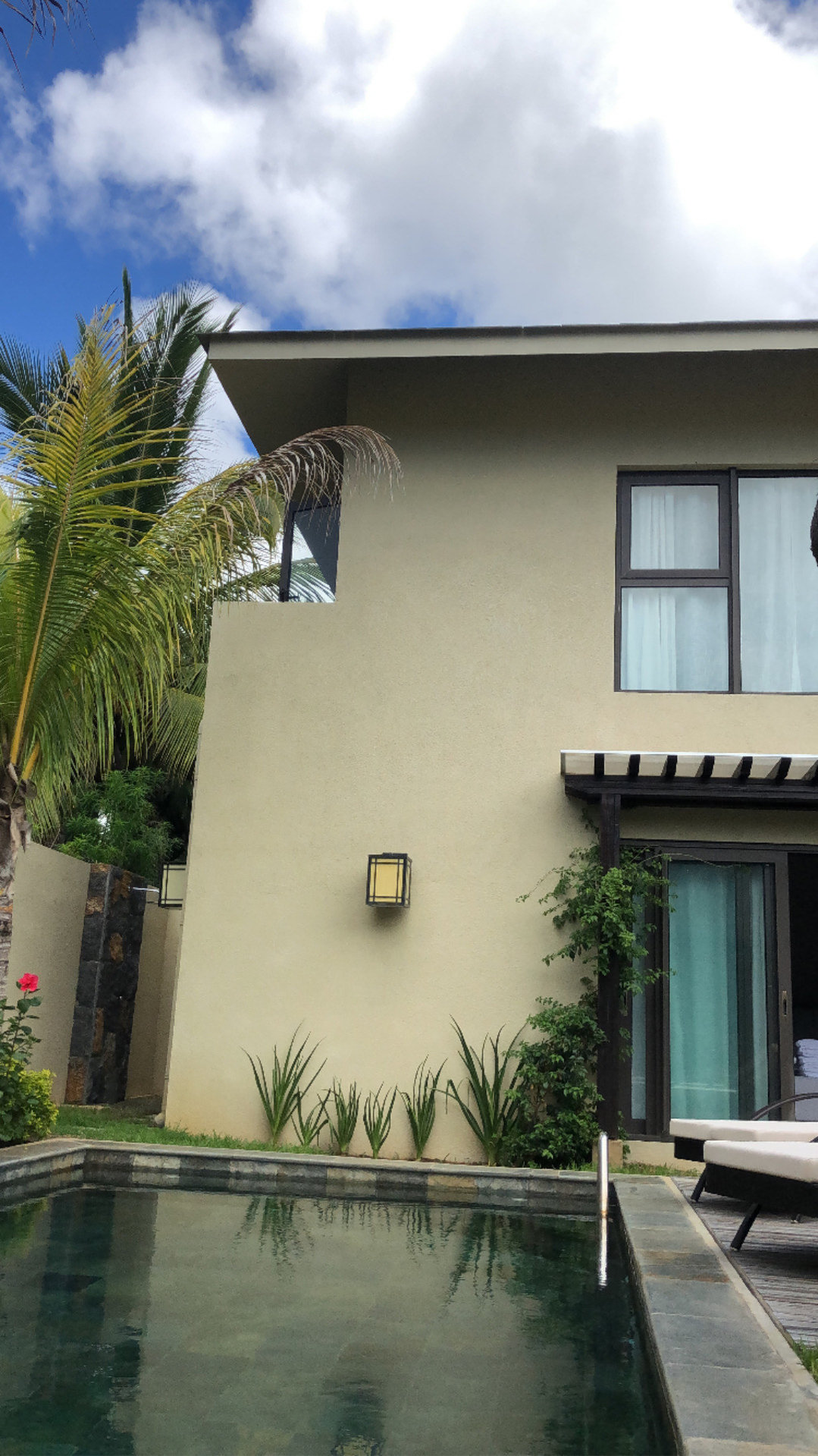 Modern house in popular neighborhood