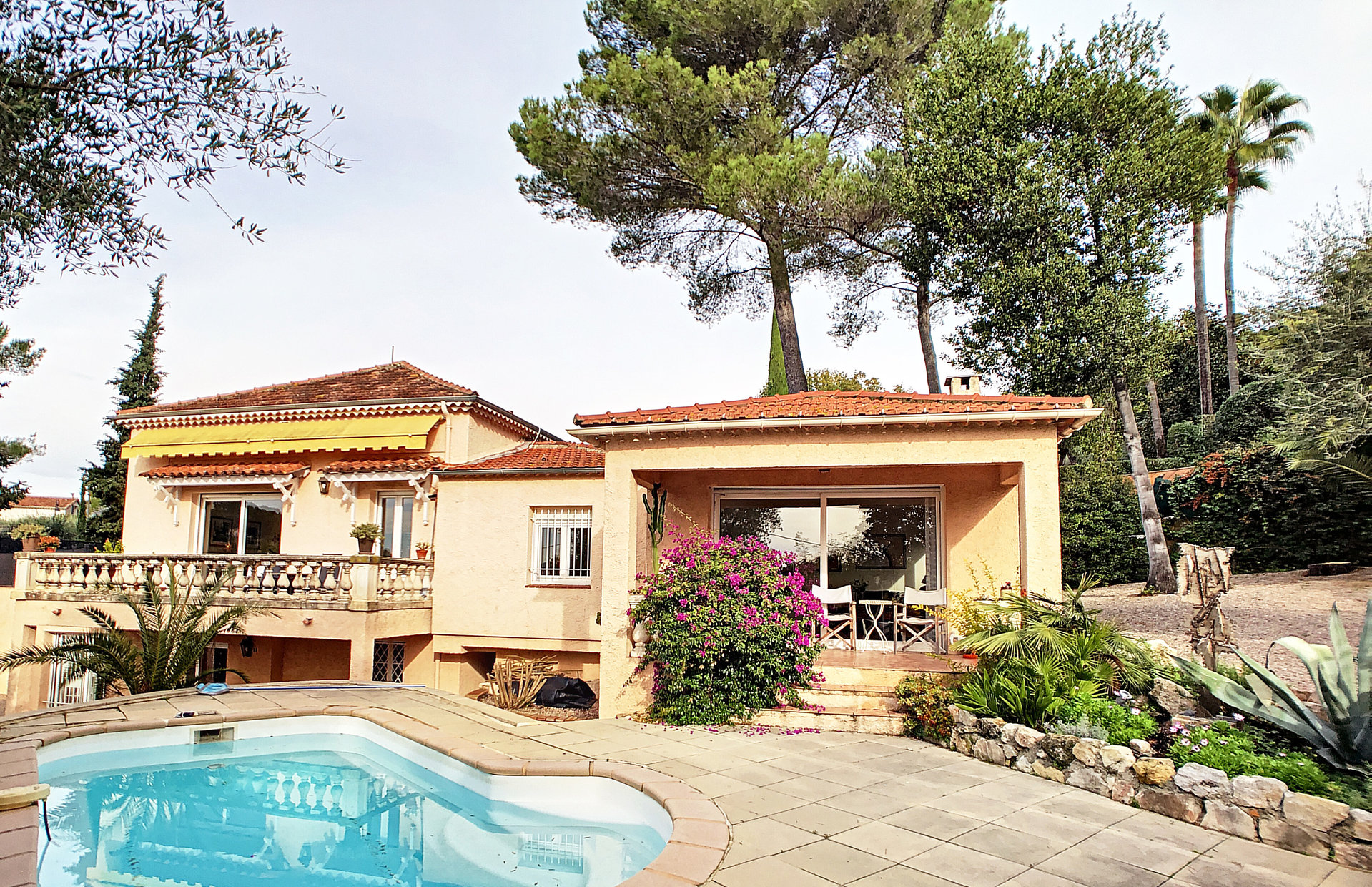 Mougins, villa 7Roomed, well looked after area