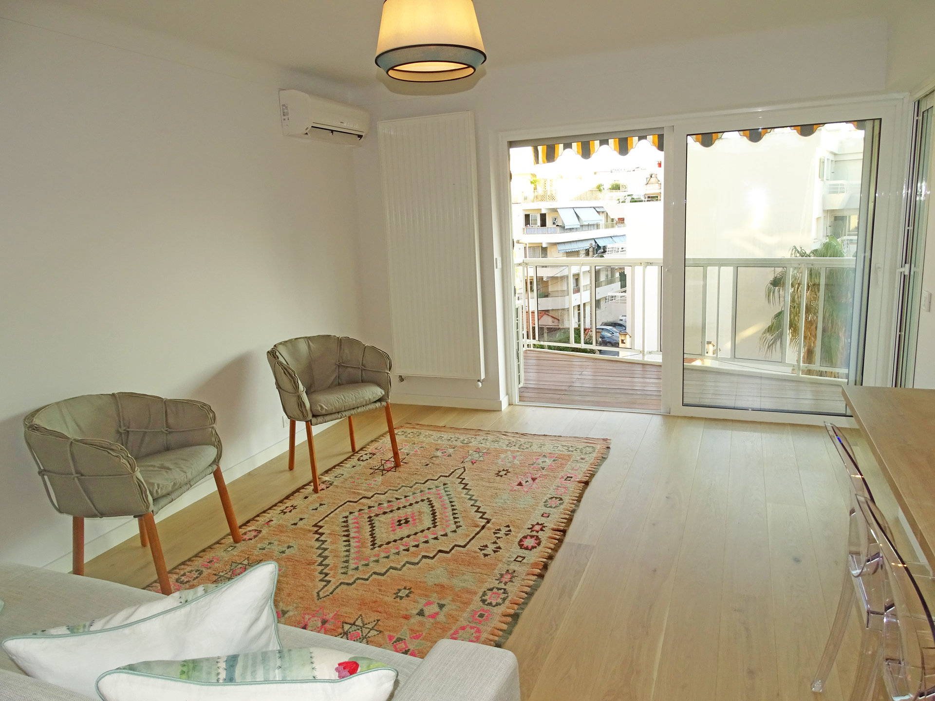 Appartement 2 pièces Cannes Palm Beach salon avec parquet