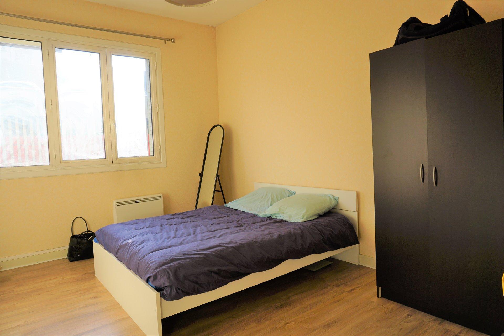 La chambre vaste et lumineuse