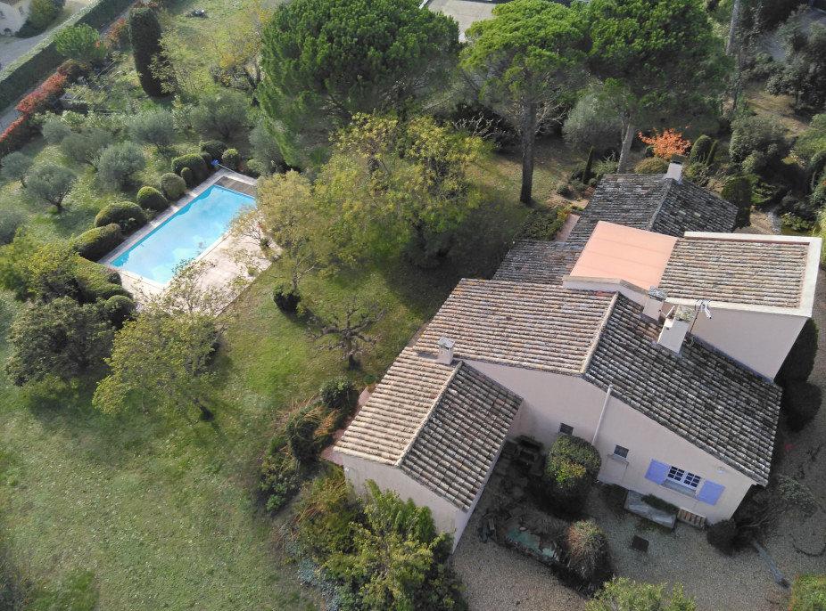 En exclusivité, charmante VILLA environ 200 m², vue Alpilles, sur 5 100 m² de terrain.