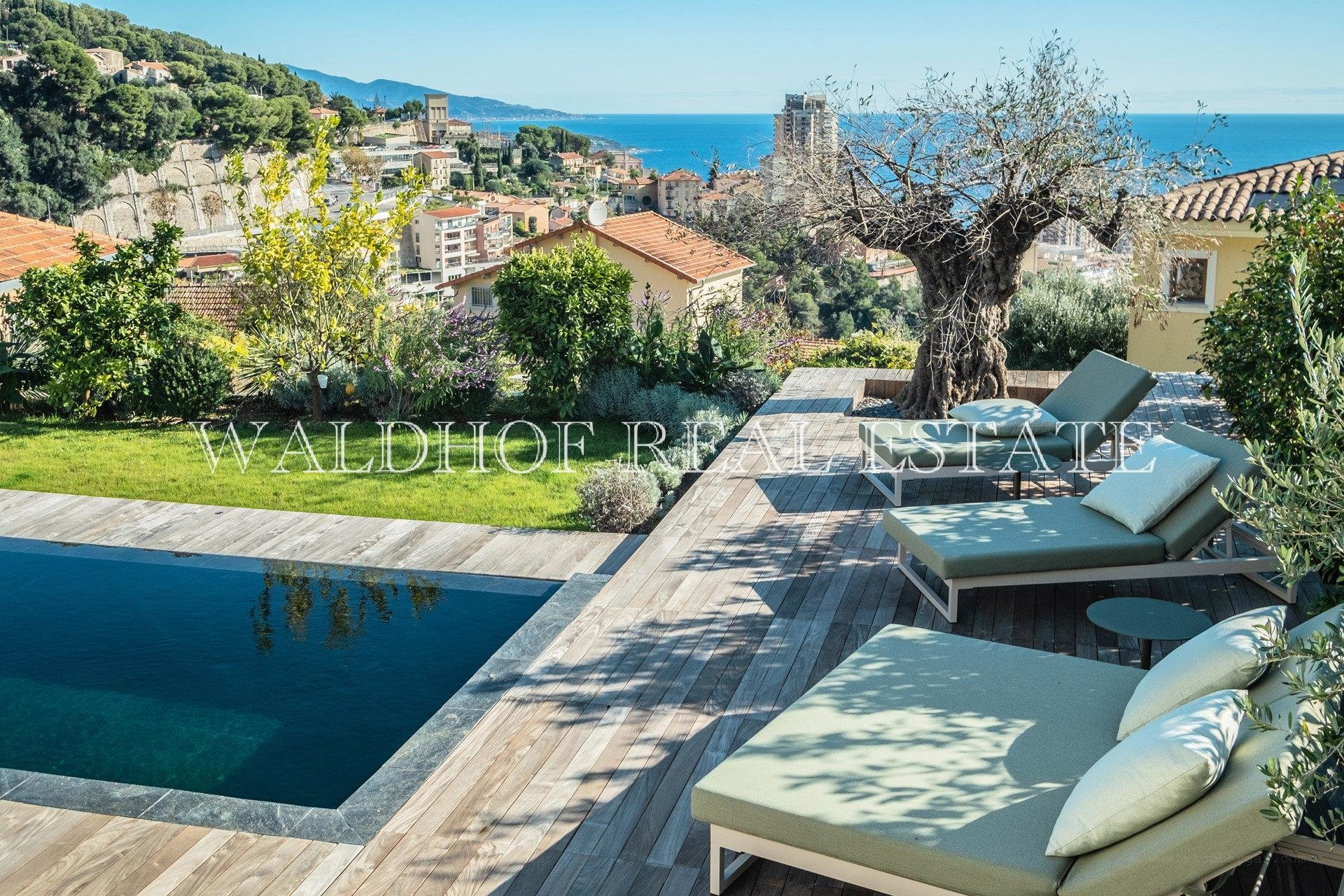 New contemporary villa at 500 meters from Monaco