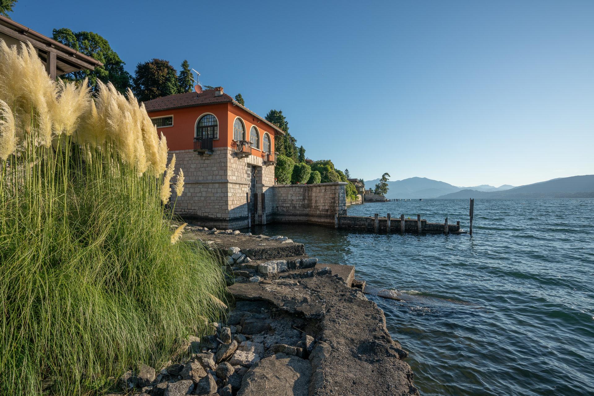 Villa d'epoca pieds dans l'eau in vendita a Ghiffa - Lago Maggiore