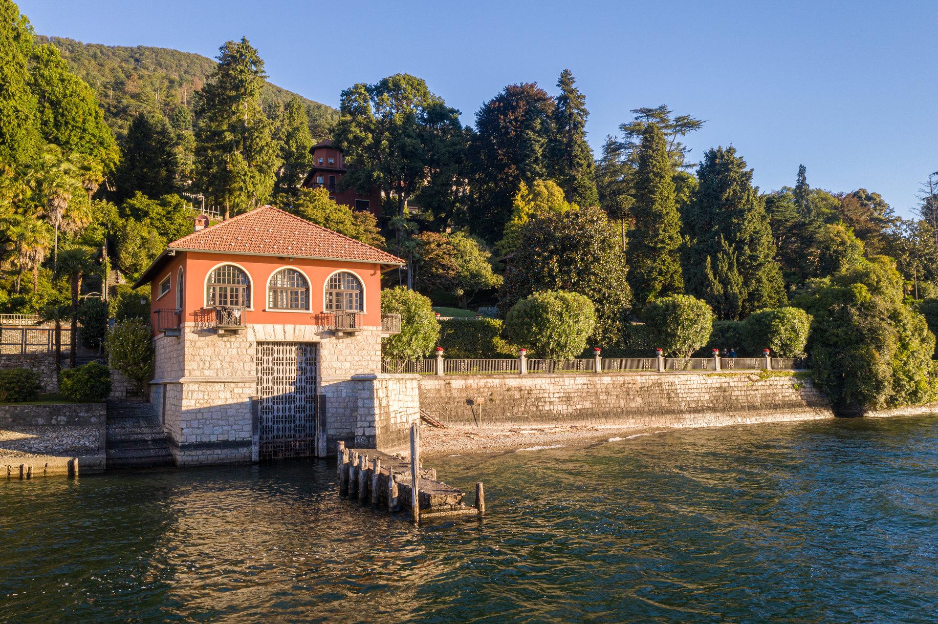 Villa d'epoca pieds dans l'eau in vendita a Ghiffa - facciata