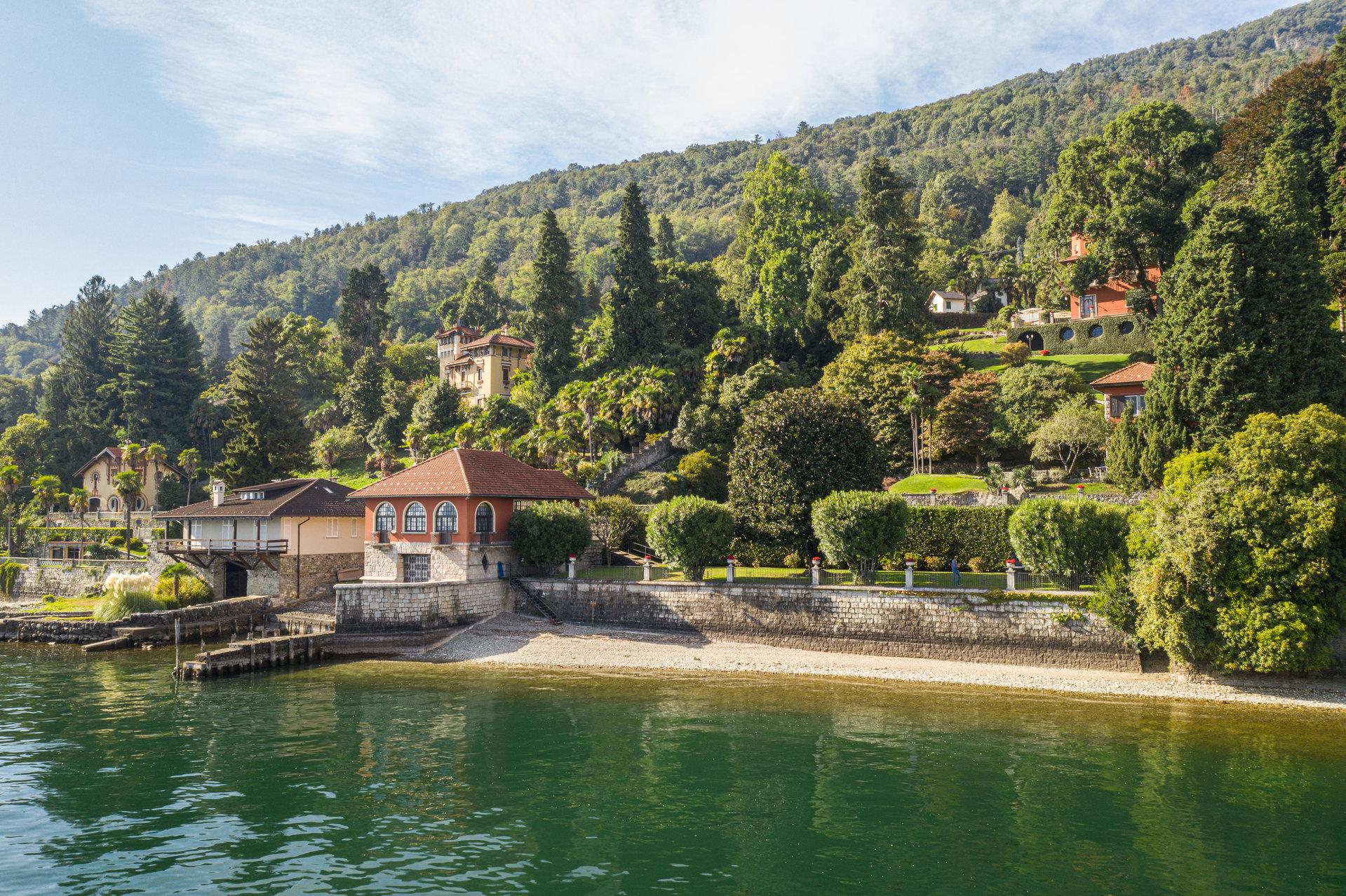Villa d'epoca pieds dans l'eau in vendita a Ghiffa - posizione