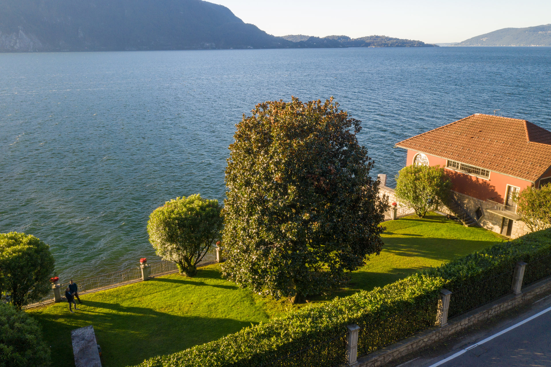 Period villa pieds dans l'eau for sale in Ghiffa - panoramic view