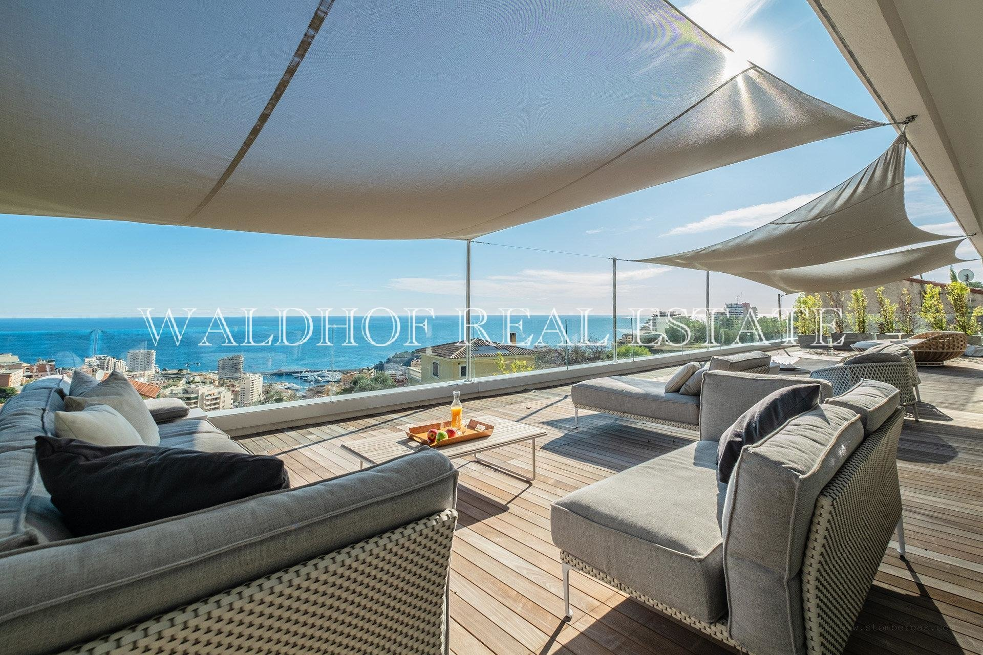 New 368 m2 villa just 500 meters from Monaco with panoramic sea views