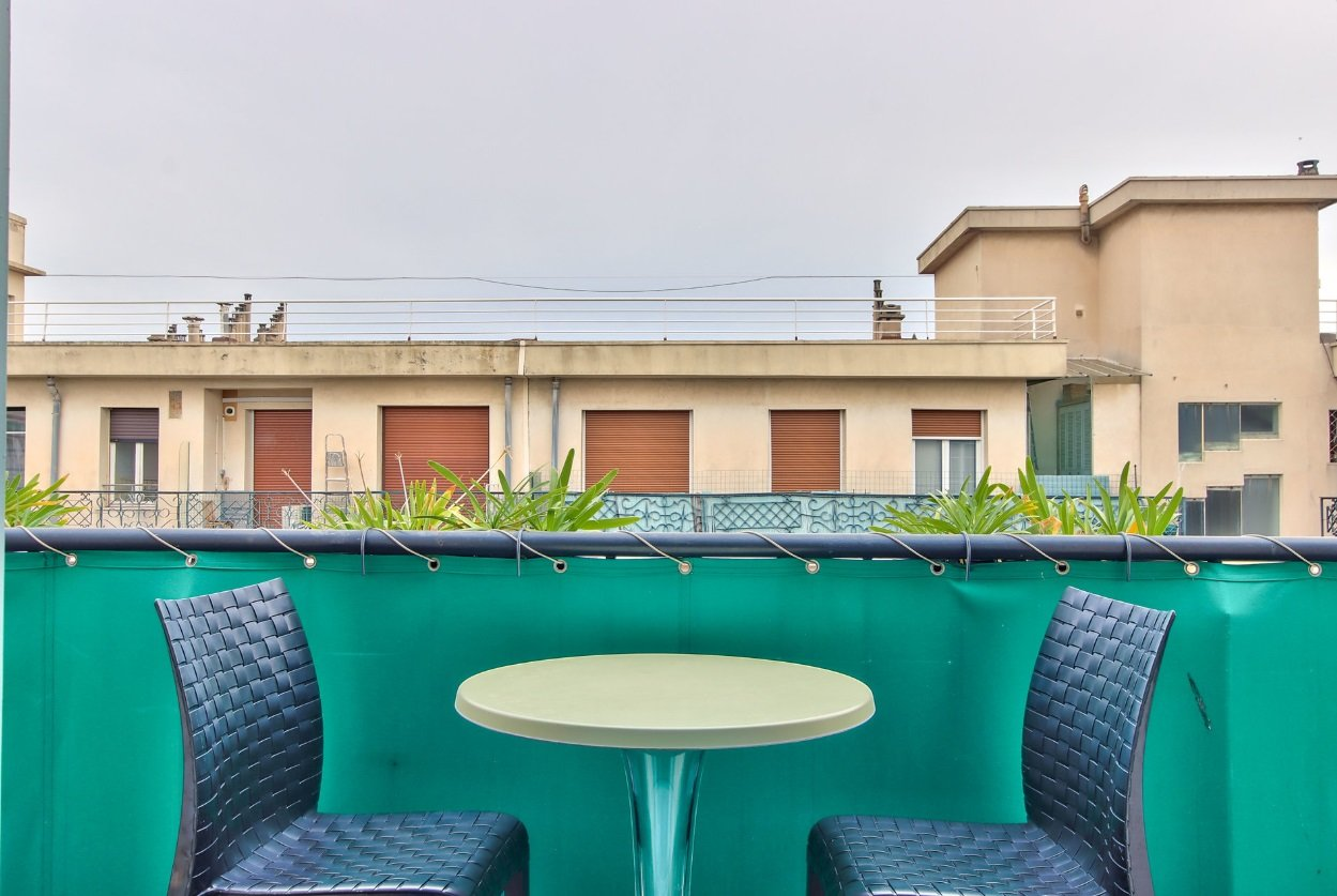 FÖRSÄLJNING Lägenhet 2 Rum 55m² Nice Centrum Högst Upp Terrass