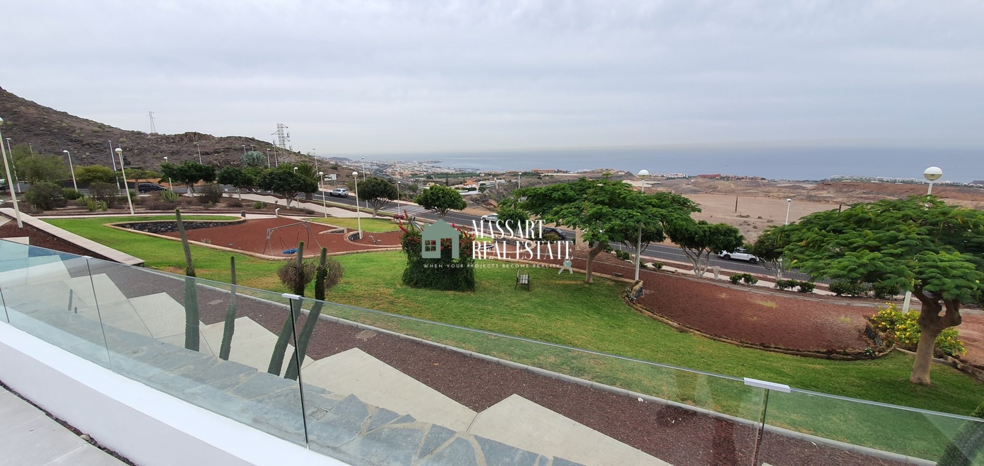 For sale in the privileged area of El Galeón (Adeje), modern villa completely renovated and improved.