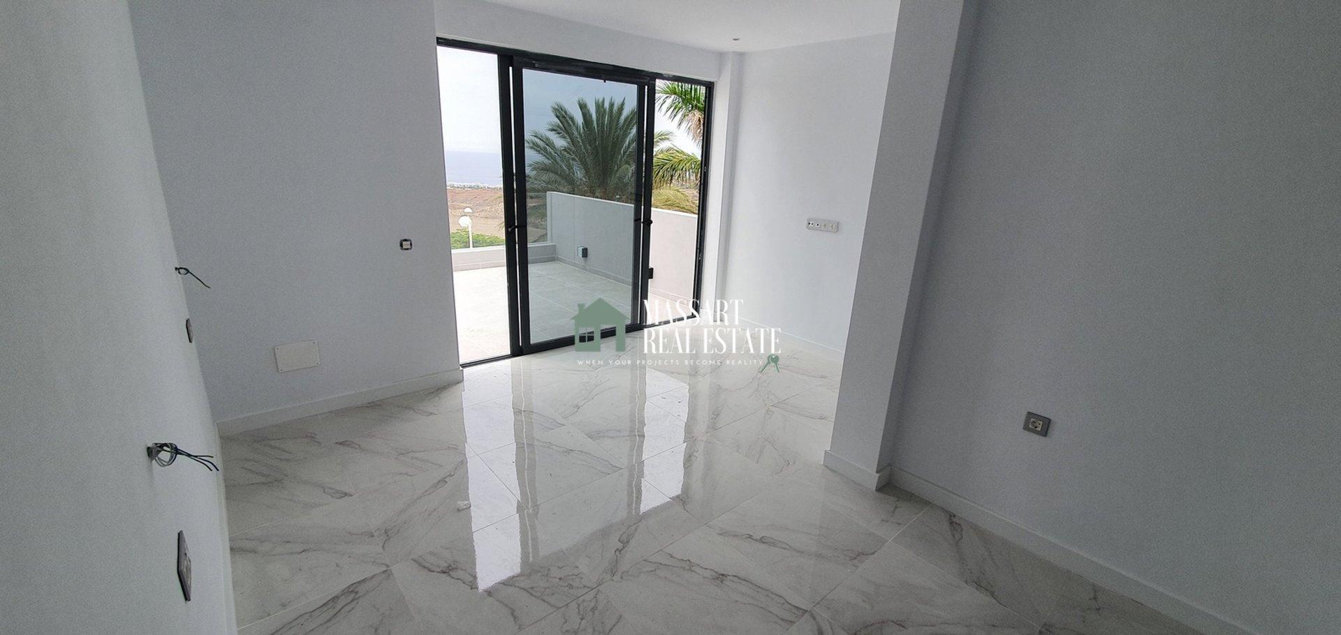 Zum Verkauf in der privilegierten Gegend von El Galeón (Adeje), moderne Villa komplett renoviert und verbessert.