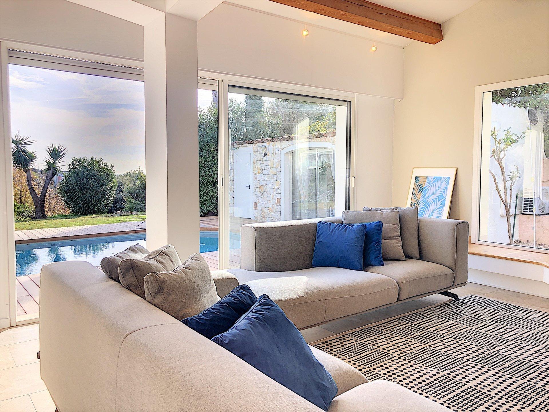 St Laurent du Var ( 06700 ) - Plateaux fleuris - Villa avec piscine de 174m² -