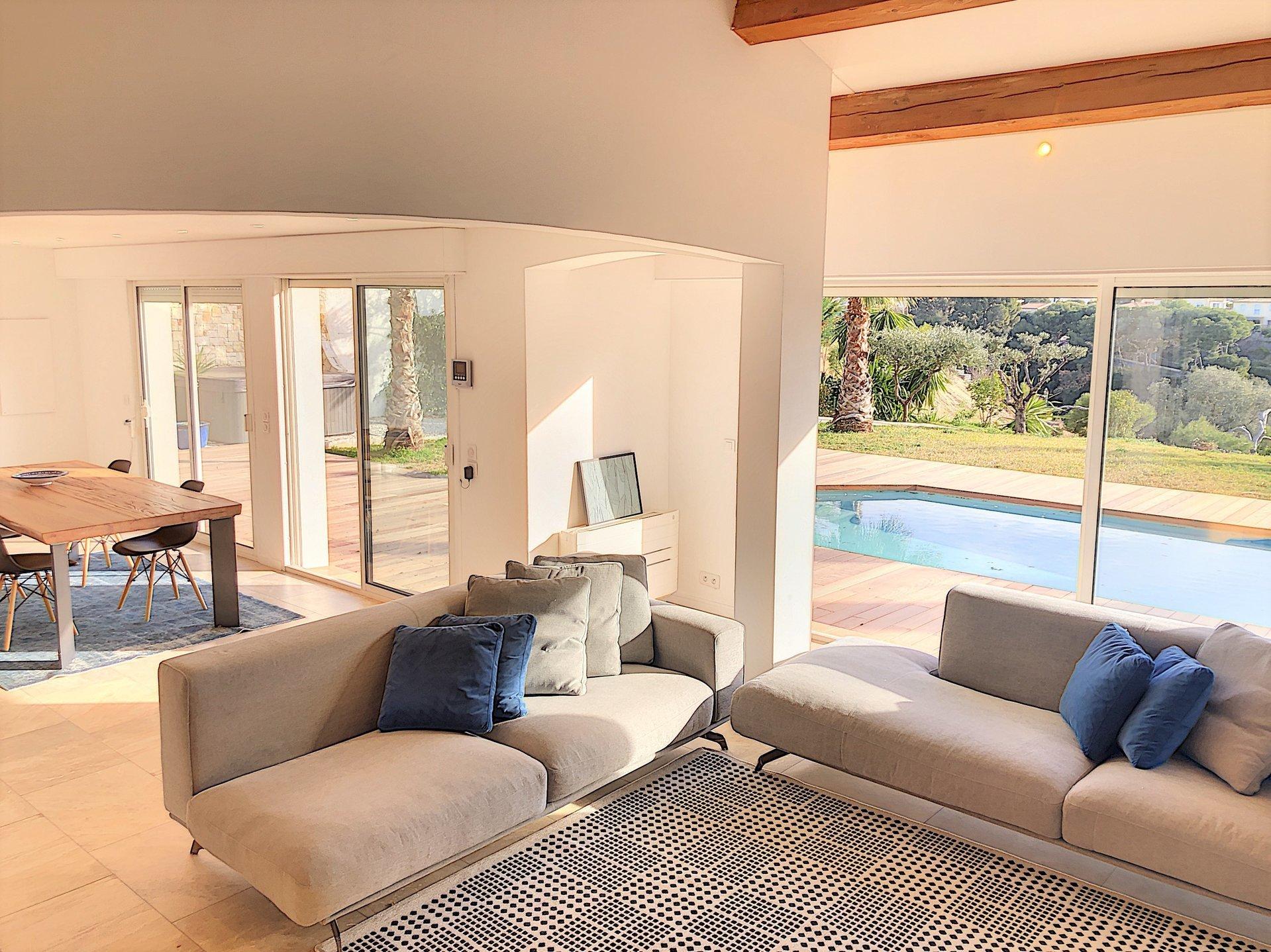 St Laurent du Var ( 06700 ) - Plateaux fleuris - Villa avec piscine de 159m² -