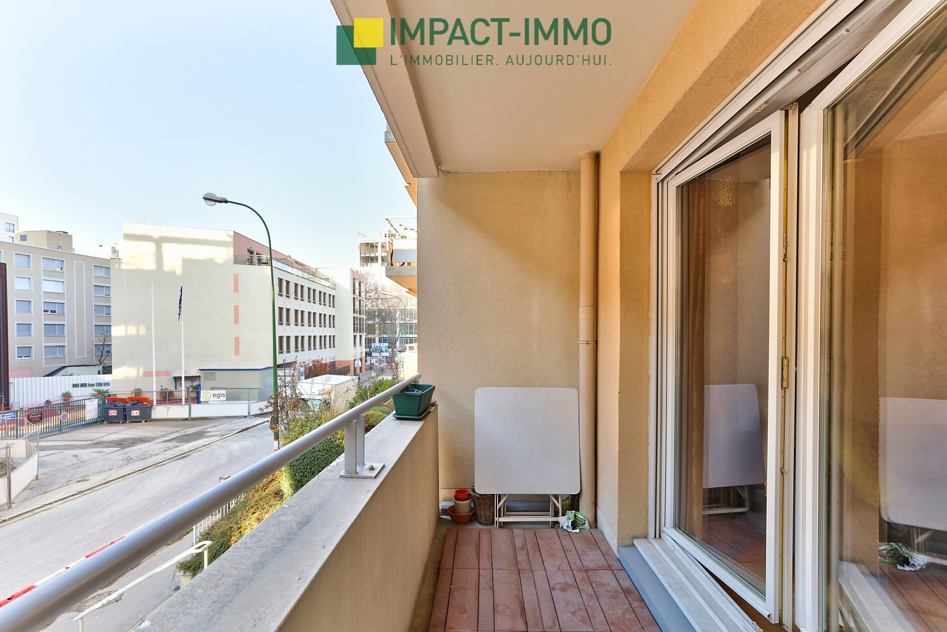 3 PIECES IMMEUBLE RECENT BALCON PARKING