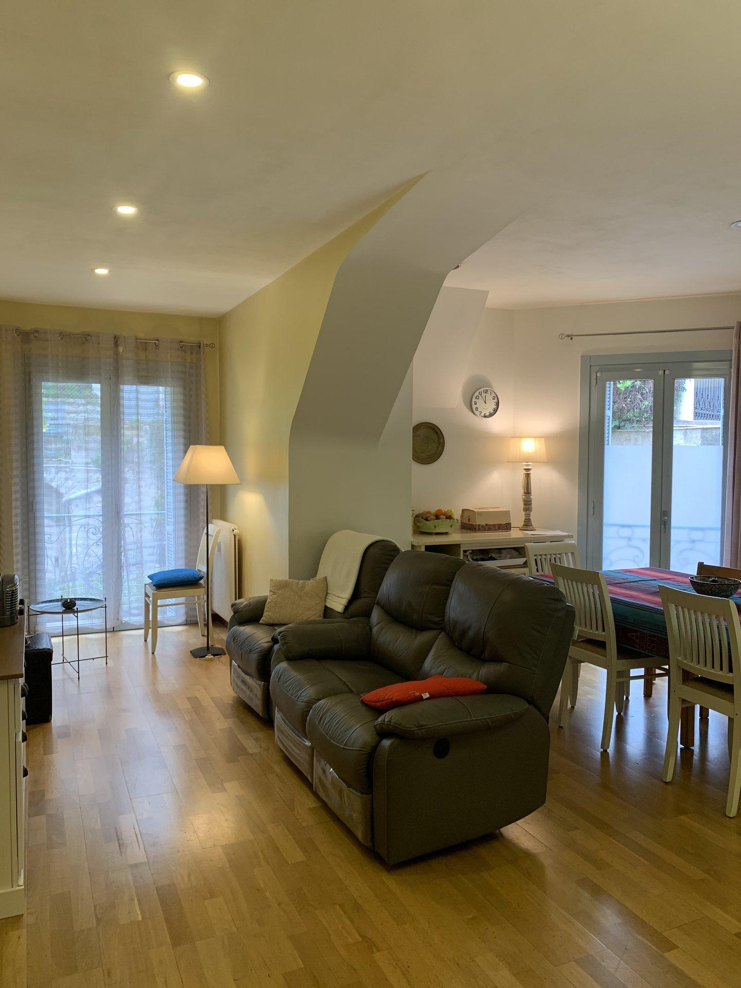 EXCLUSIVITE- Bourgeois- T3 spacieux de 87m² - Terrasse 30m²- Parking- Cave- Idéal Famille proche écoles.