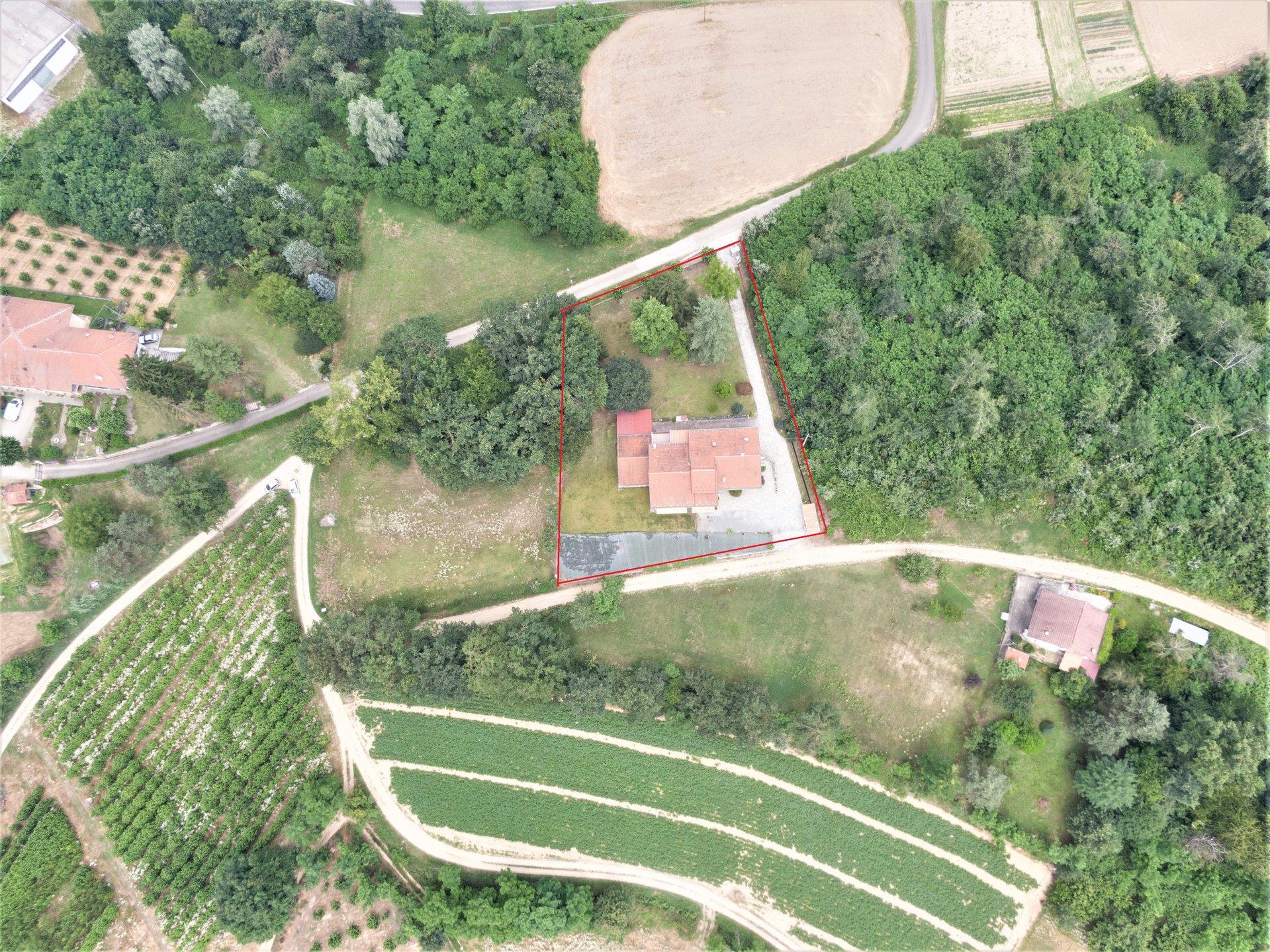 Villa indipendente su quattro lati