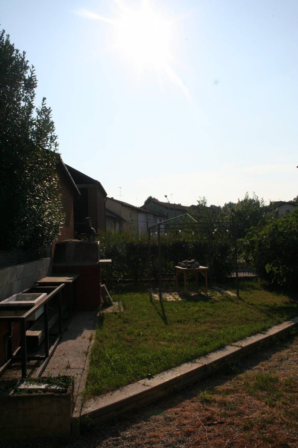 Tigliole, casa con giardino