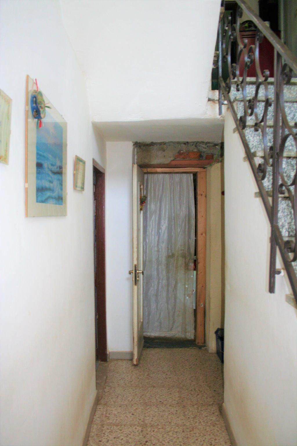Casa libera su tre lati con Giardino