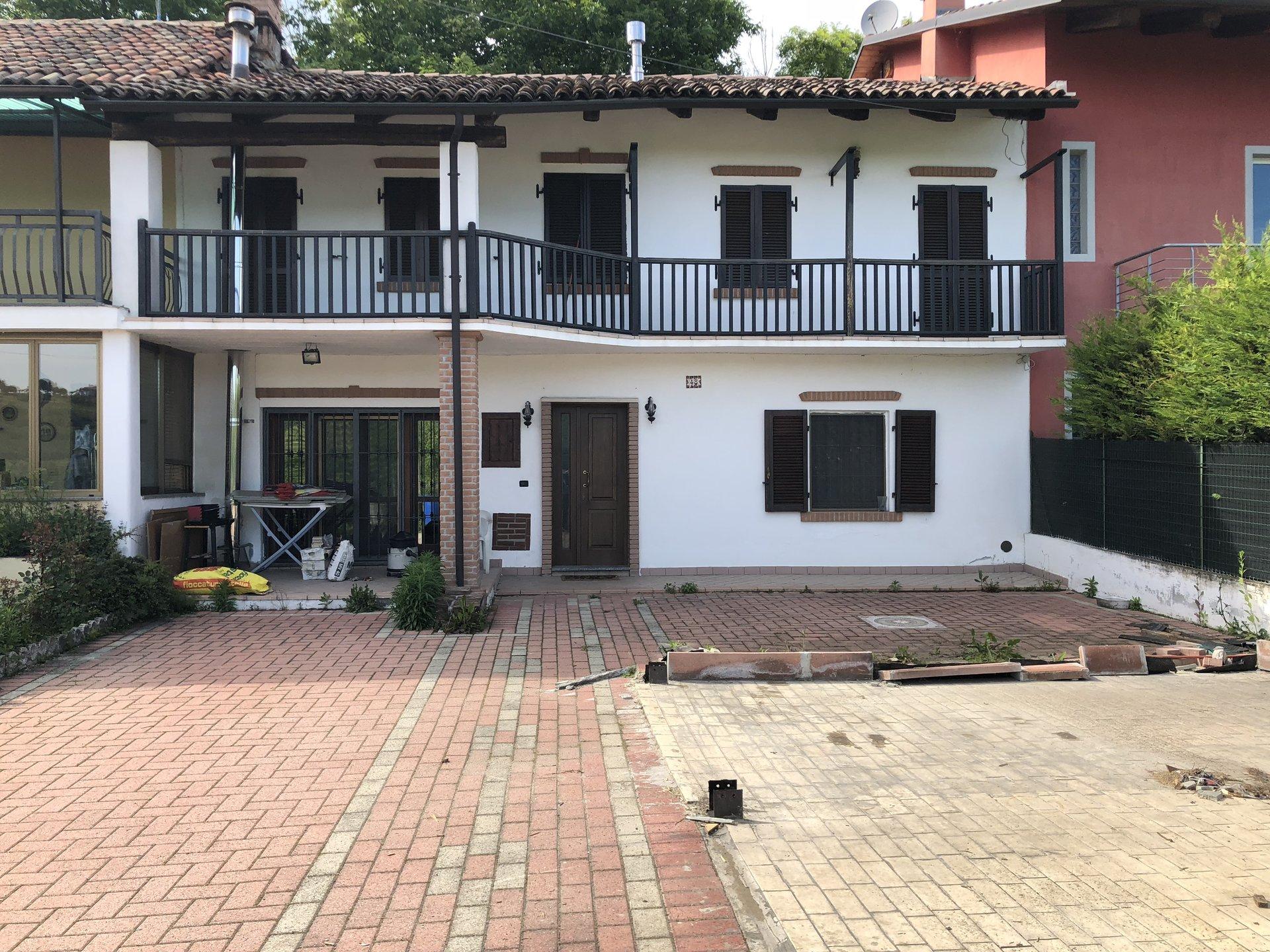 Casa ristrutturata con cortile privato