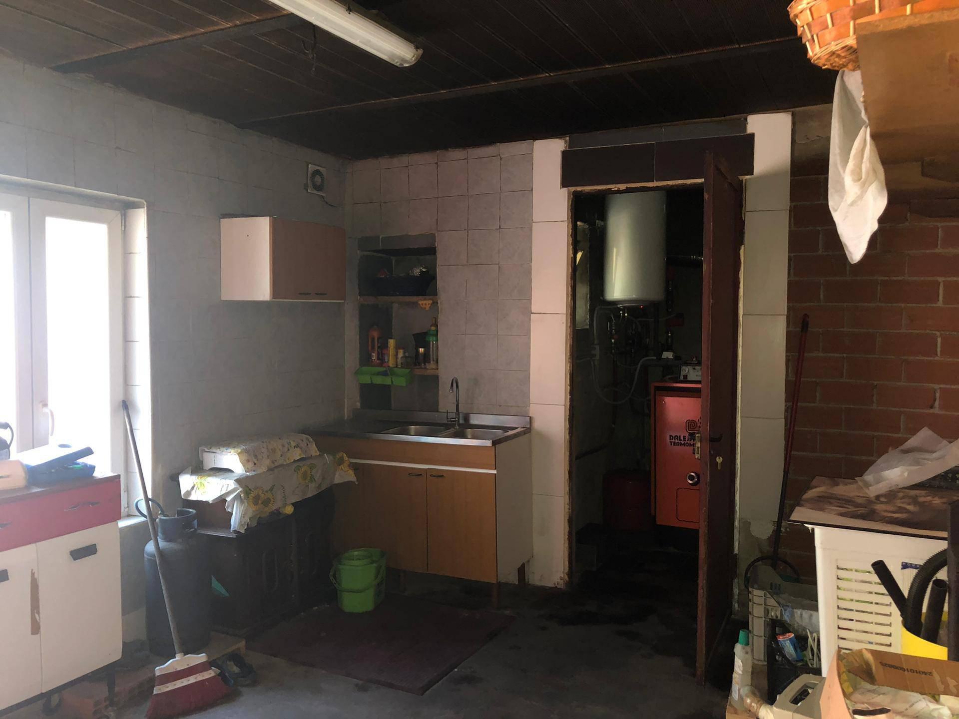 Casa con terreno e magazzino