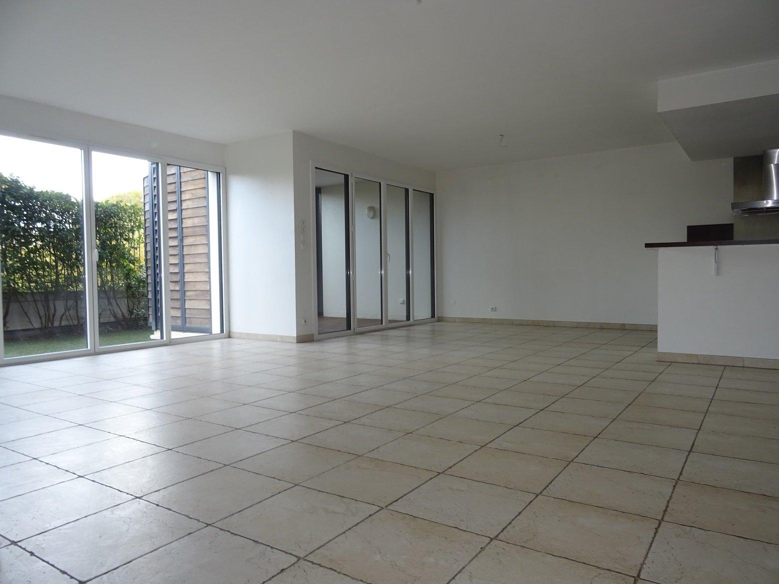 Palais de Justice - T5 de 161 m² avec jardin, garage et parking.