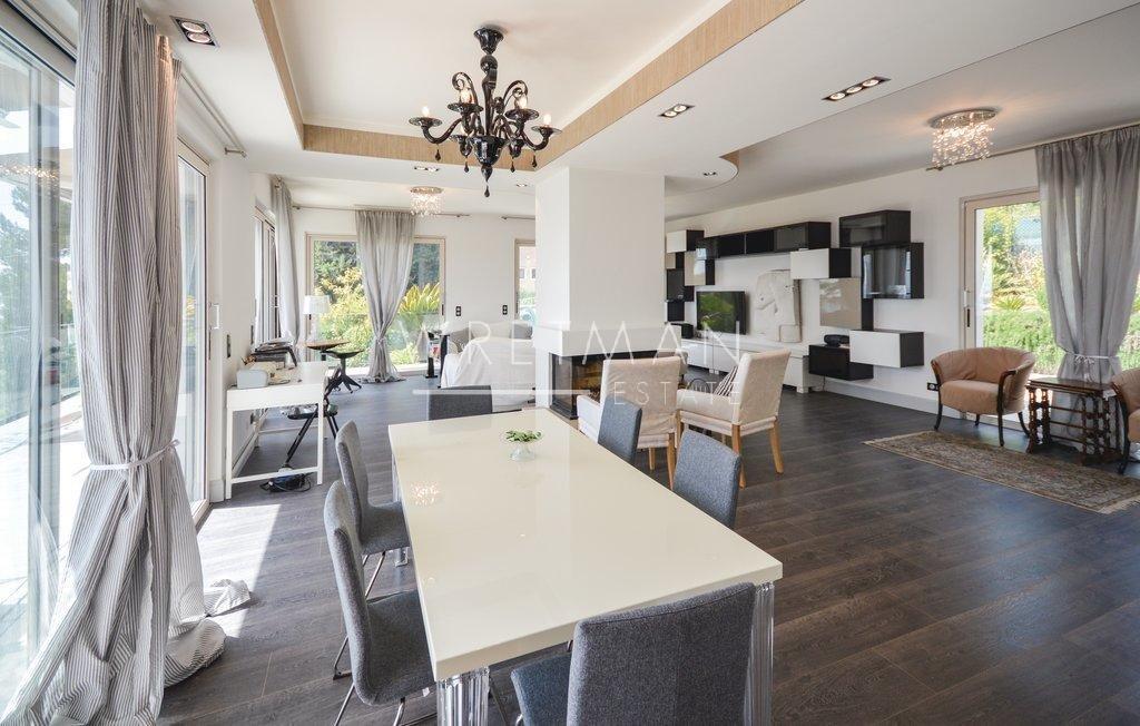 Arkitektritad villa med panoramautsikt - Gattières