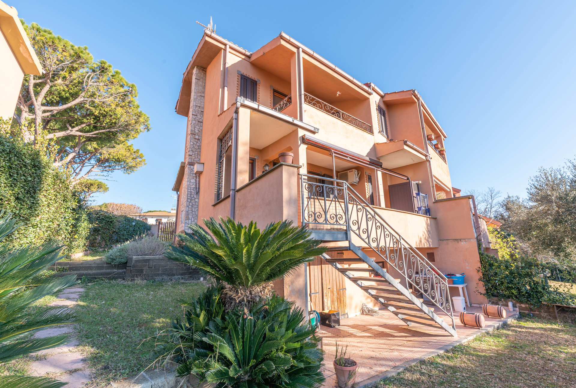 SEMI DETACHED VILLA NEAR THE SEA