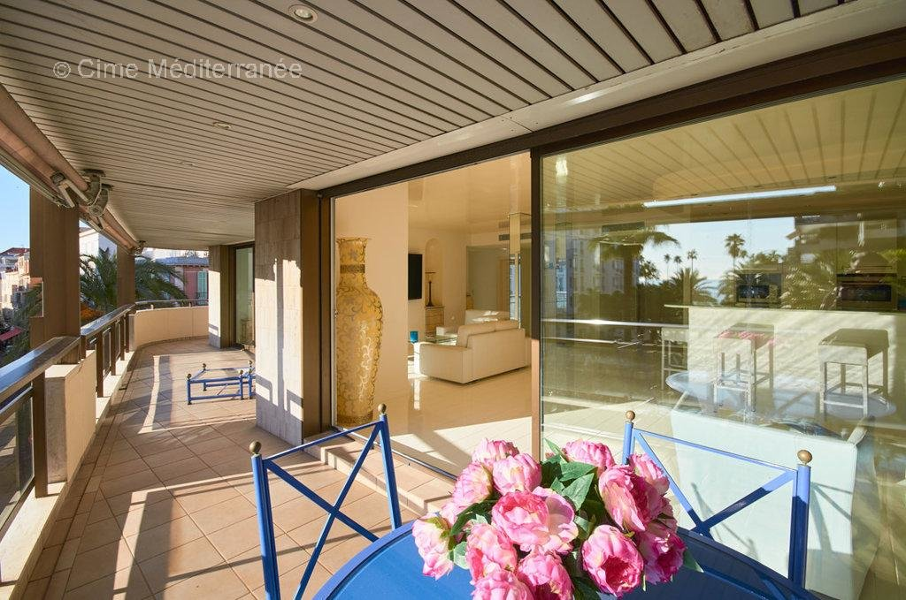 Sale luxury apartment in Cannes, Le Gray D'Albion - 2 bedrooms with terrace - Sole agent