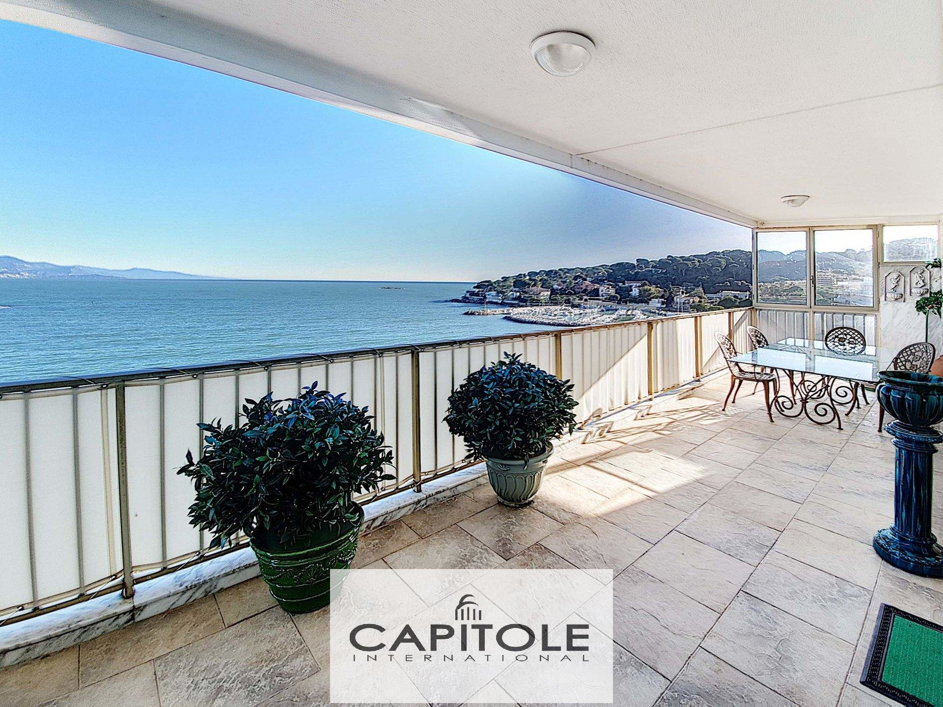For sale, borderline Cap d'Antibes/ panoramic sea view 191 m² penthouse, garages