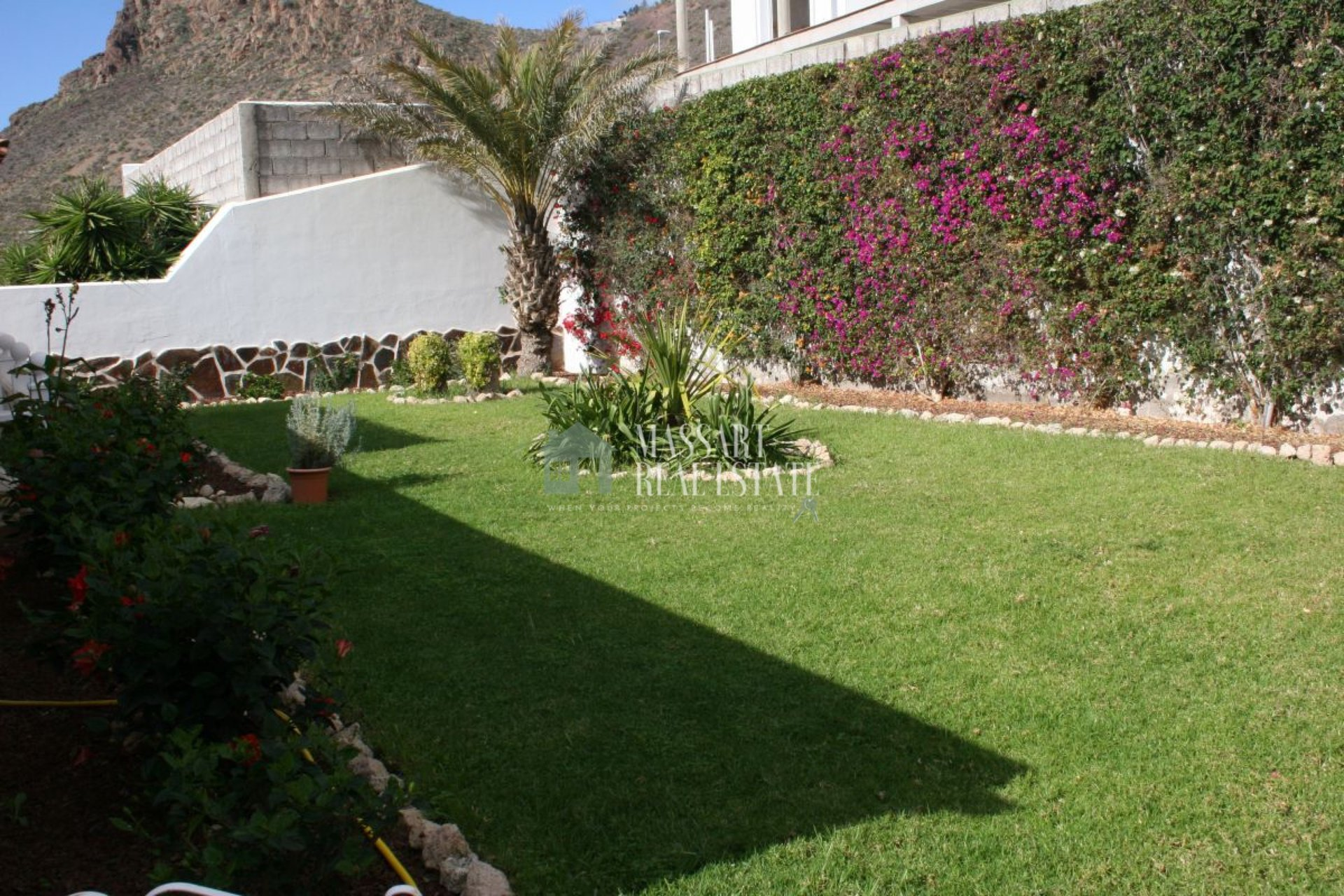 For sale in La Florida (near Valle San Lorenzo), independent villa of 270 m2 located on a large plot of 650 m2.
