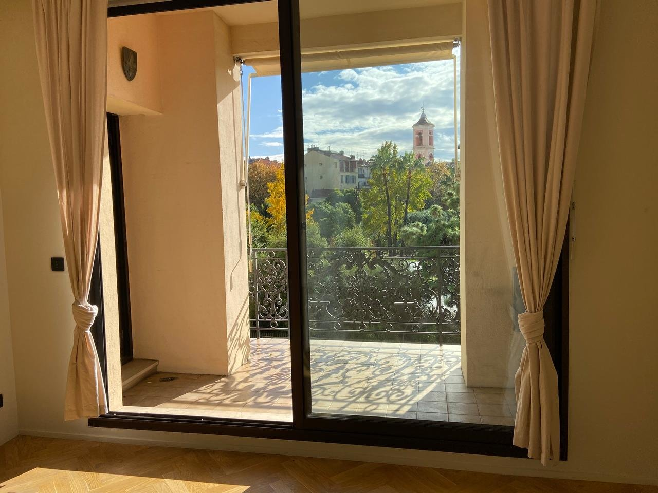 Apartment with views over Coulée Verte in Nice