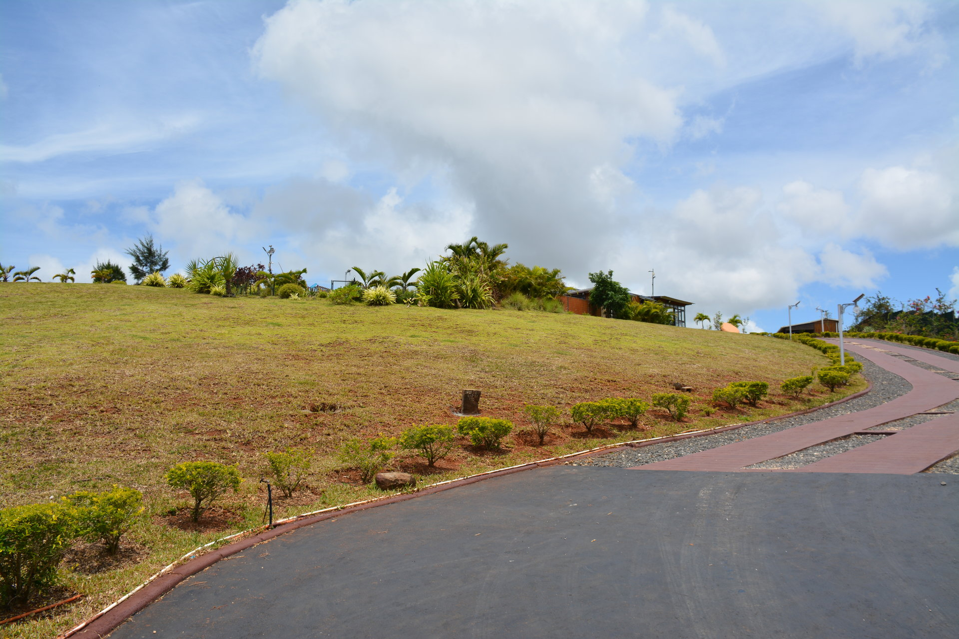 Exceptional land with sea and mountains views