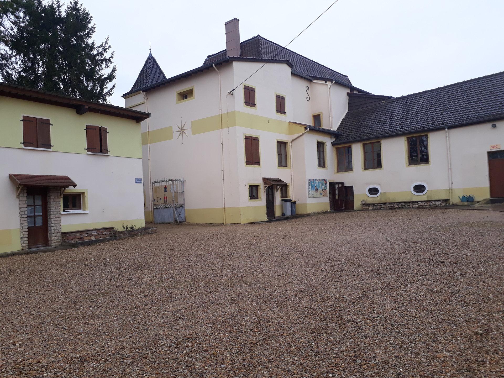 Bourgogne PROPRIETE D'ACCUEIL entourée de vignes
