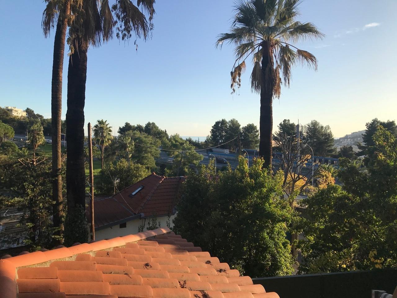RENOVERINGSOBJEKT - hus i Nice