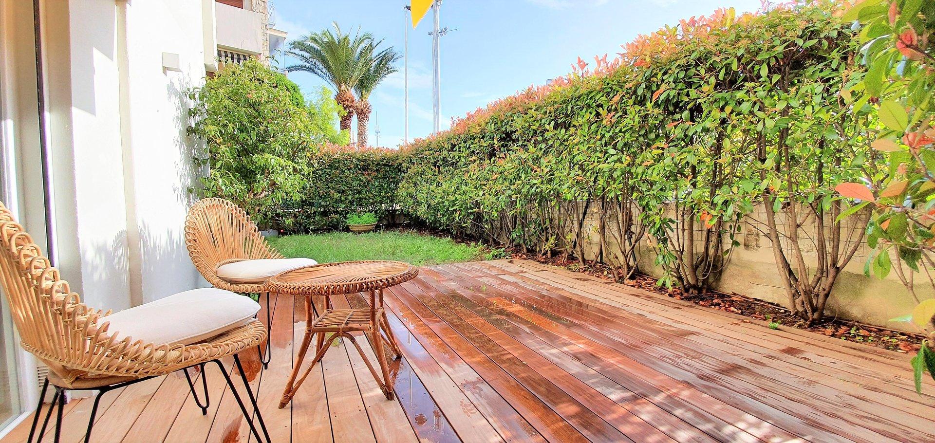 Cannes, Palm Beach, 3 pièces duplex en rez de jardin.
