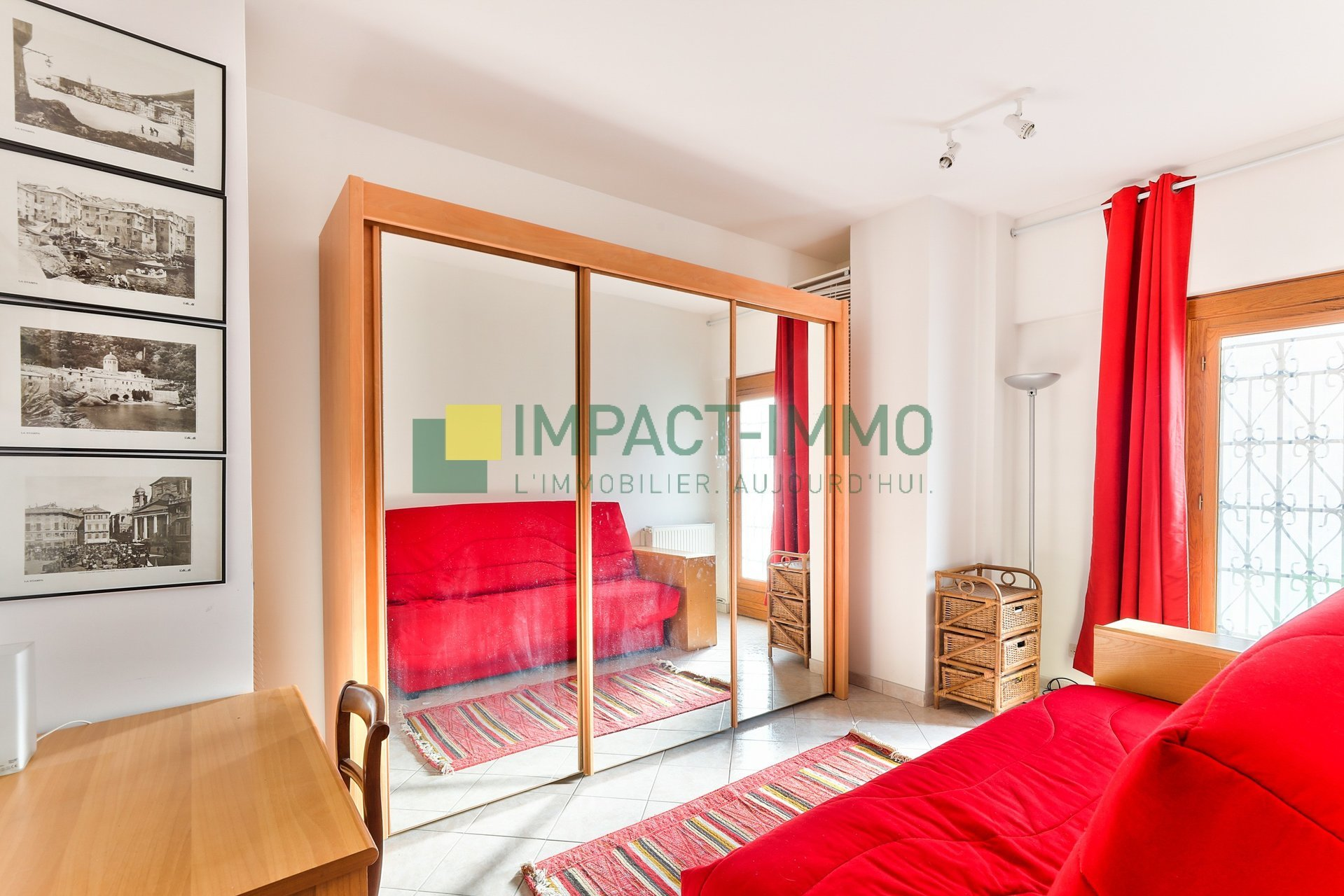 APPARTEMENT FAMILIALE - PLACE JACQUES FROMENT - PARIS 18