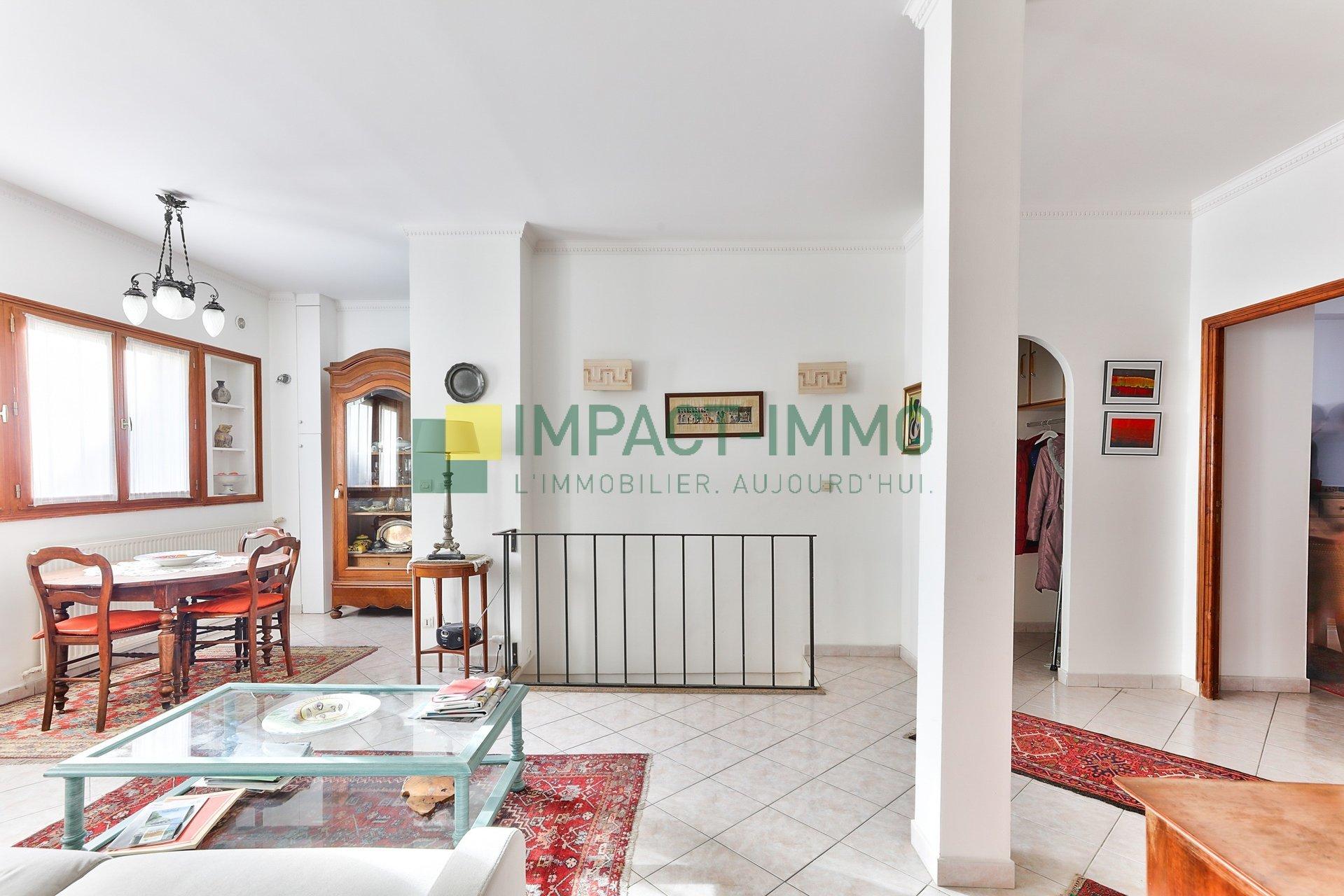 APPARTEMENT FAMILIALE - PLACE JACQUES FROMENT - PARIS 18