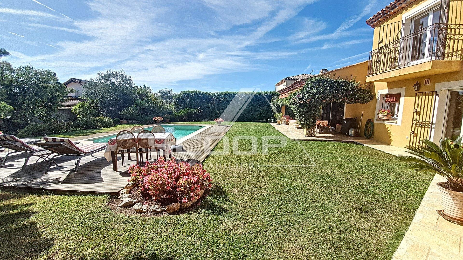 Detached villa / Gulf -Juan Pertuades