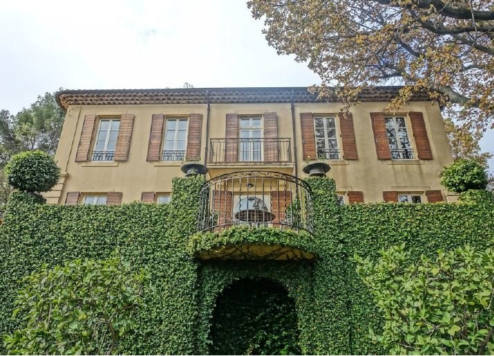 MAGNIFICENT BASTIDE WITH AN OPEN VIEW ON MOUGINS
