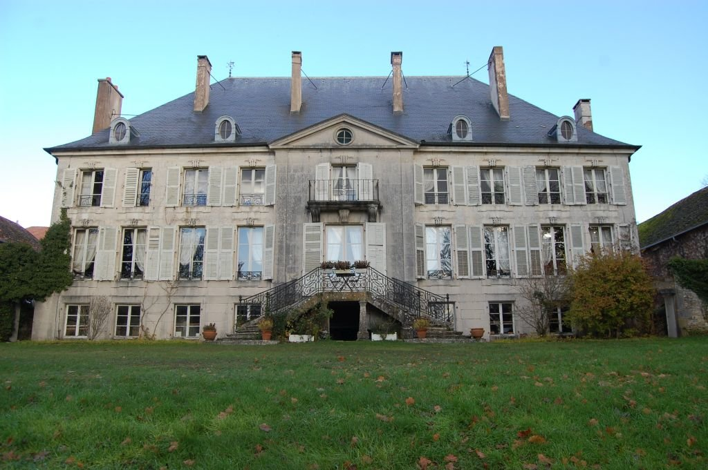 MEUSE - Beautiful 18th century château with outbuildings on 7,5 ha