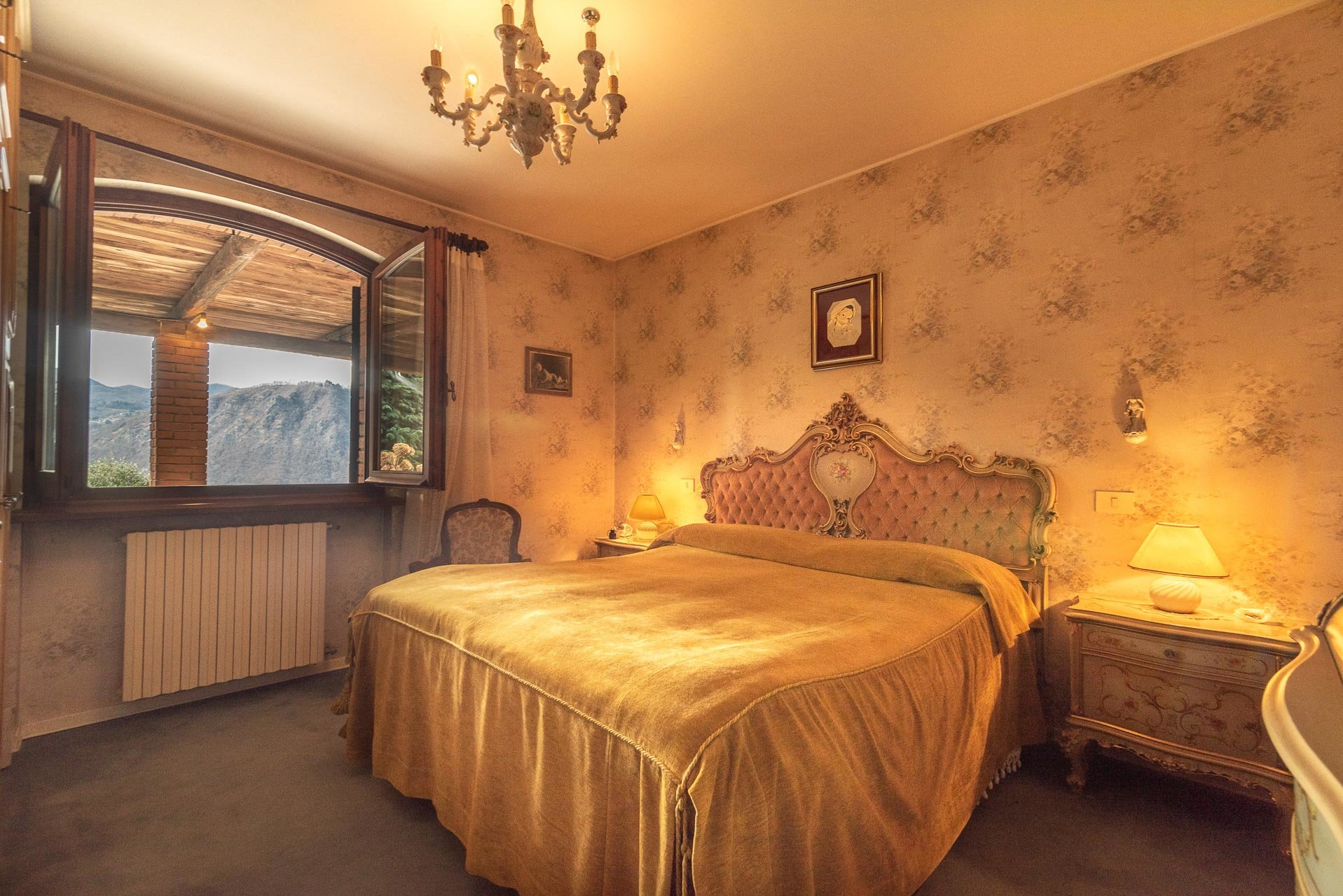 Elegant villa for sale in Pettenasco on Lake Orta - bedroom
