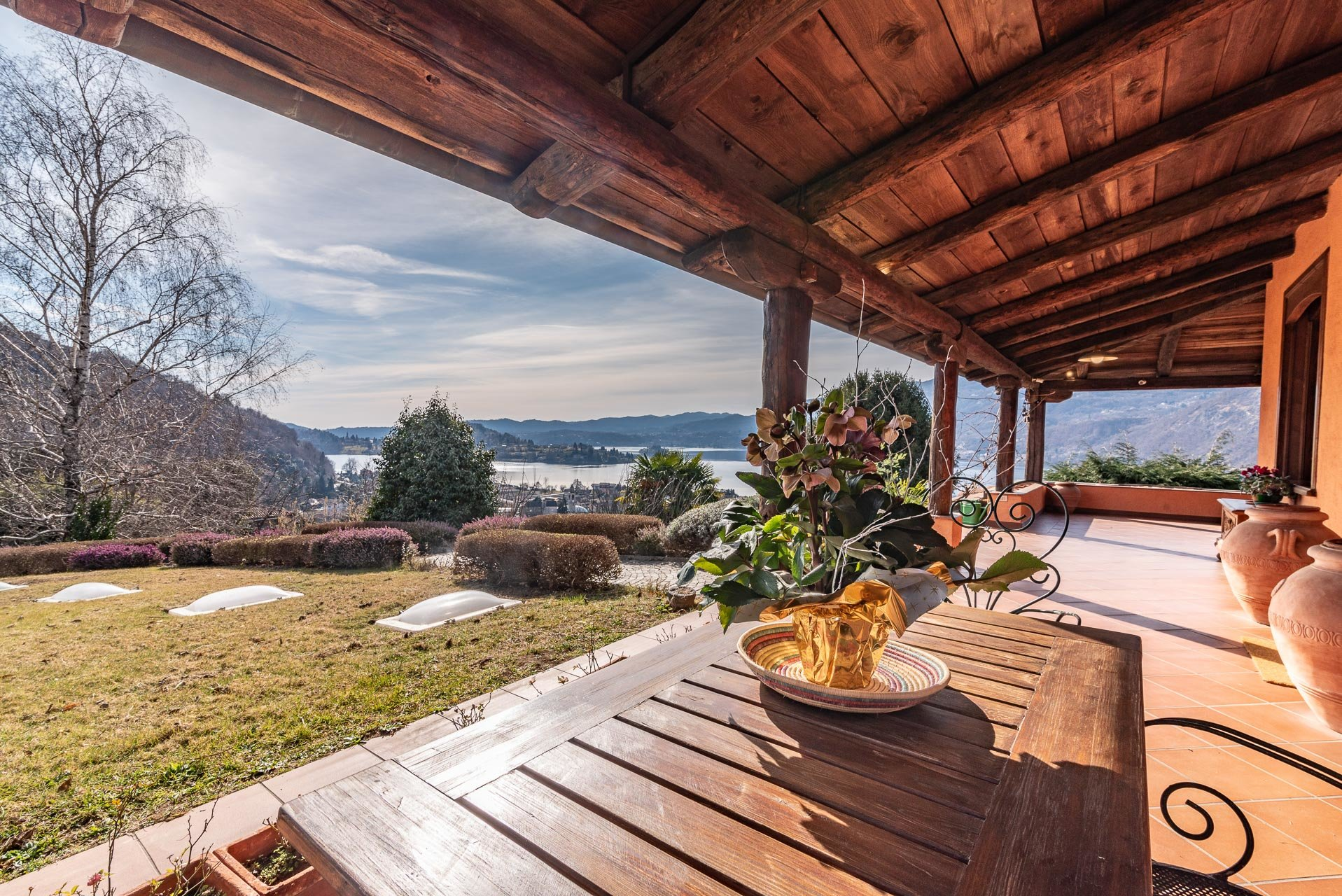 Elegant house for sale in Pettenasco on Lake Orta - lake view porch