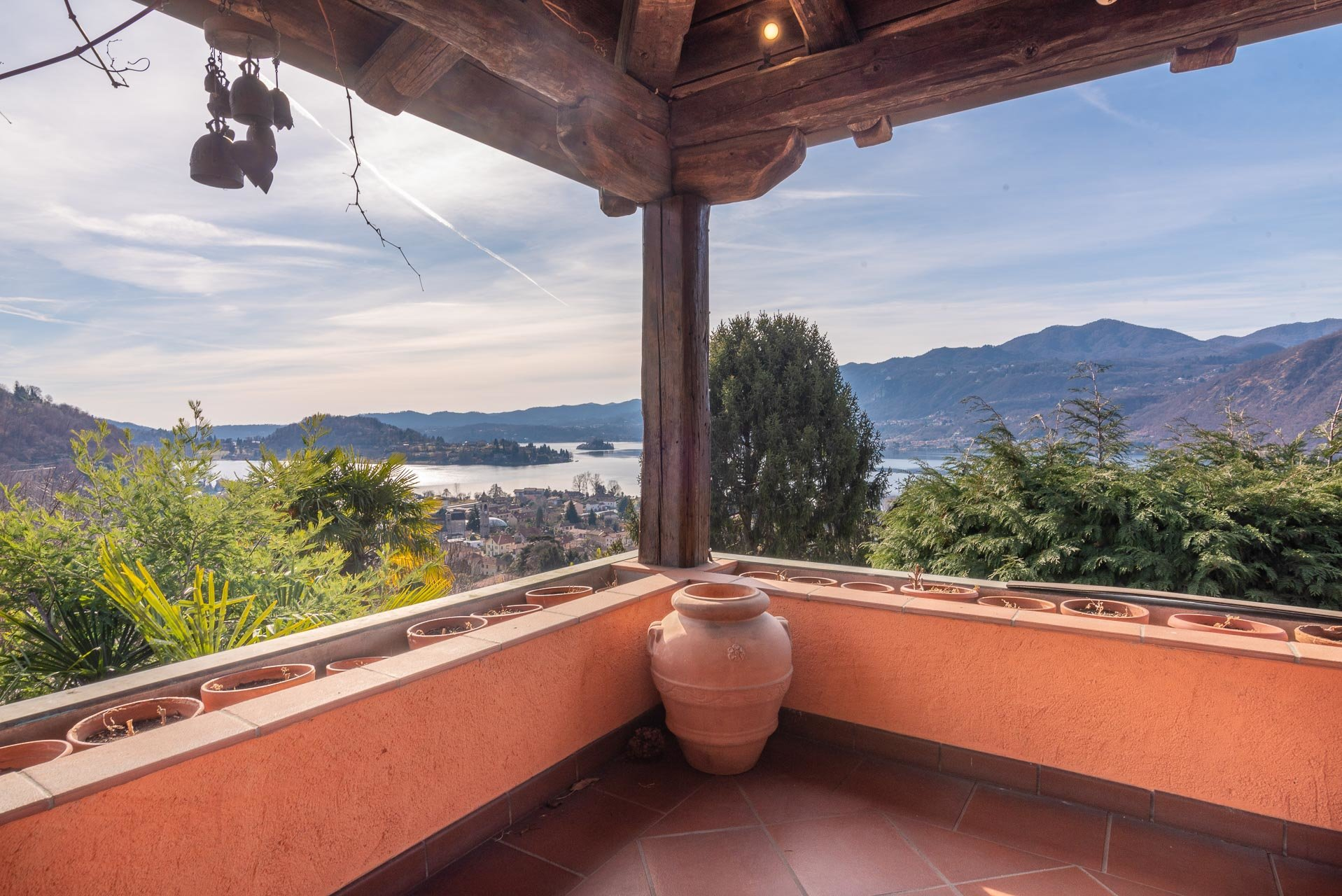 Elegant villa for sale in Pettenasco on Lake Orta - lake view