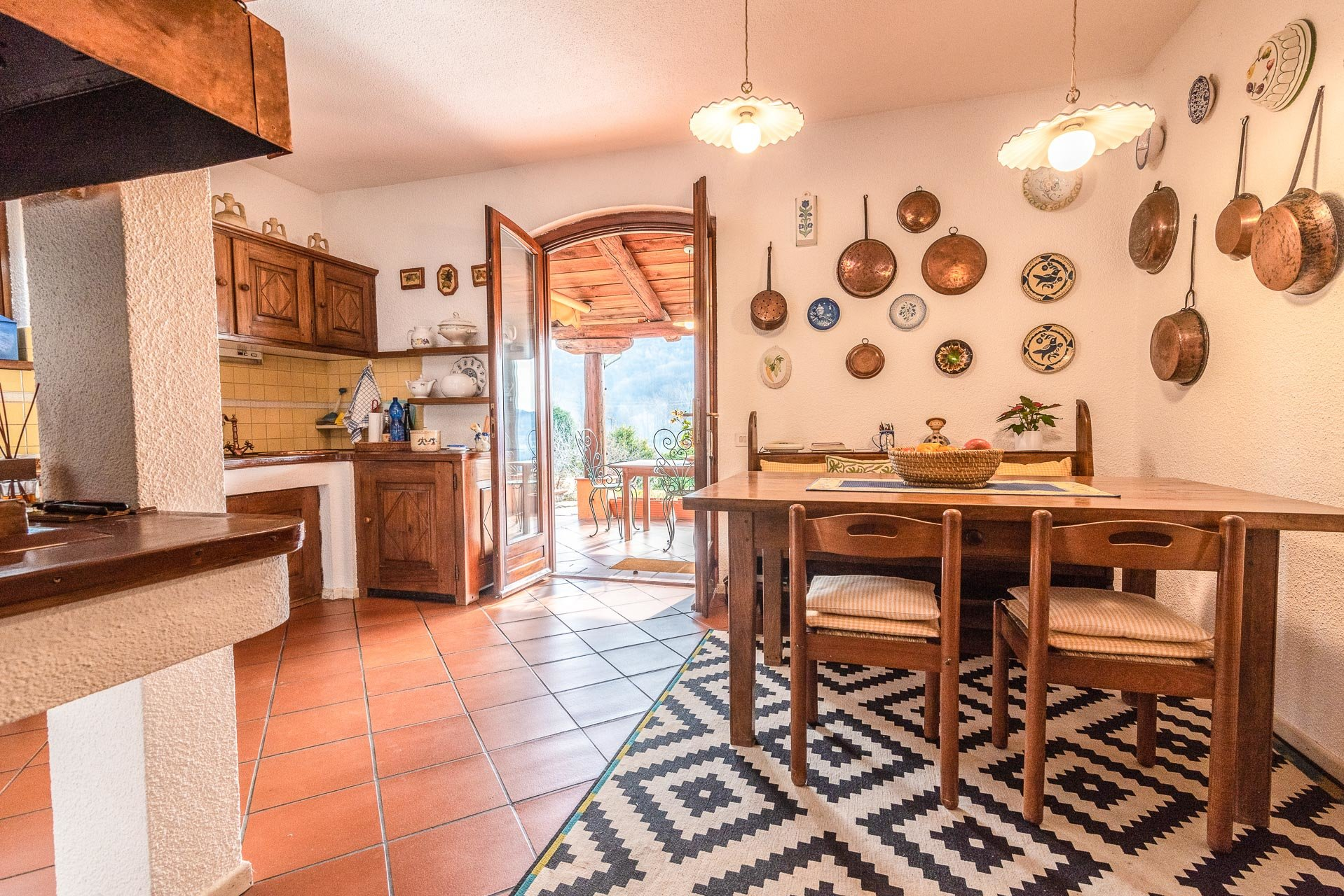 Elegant villa for sale in Pettenasco on Lake Orta - large kitchen