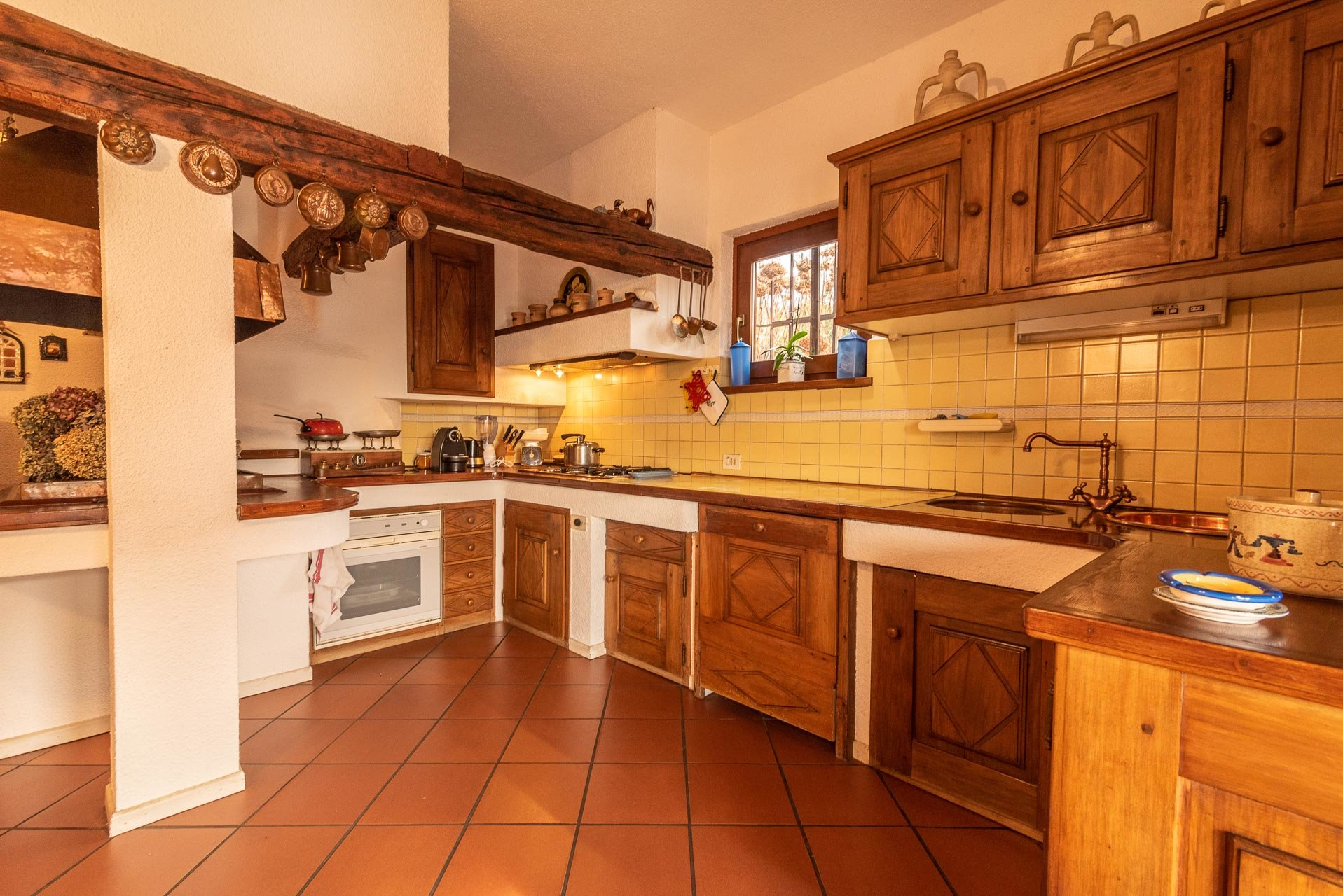 Elegant villa for sale in Pettenasco on Lake Orta - kitchen