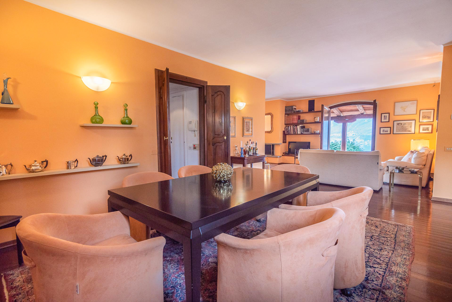 Elegant villa for sale in Pettenasco on Lake Orta - dining room
